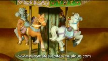 Lutèce Créations, le spécialiste des automates et des boîtes à musique, présente ce carrousel musical miniature avec chevaux faisant partie de sa collection de manèges musicaux miniatures animés (grandes roues lumineuses, carrousels avec animaux animés).