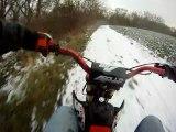 gamelle en dirt bike...sur la neige ! lol