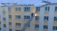 pompier assommé par une chute de neige
