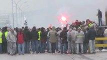 Ouvriers de Renaut et Peugeot unis dans la lutte