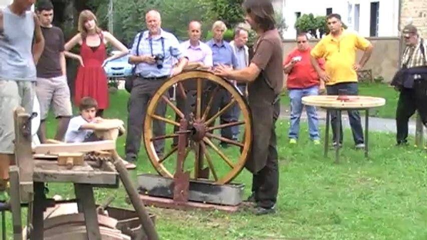 Cerclage d'une roue de calèche