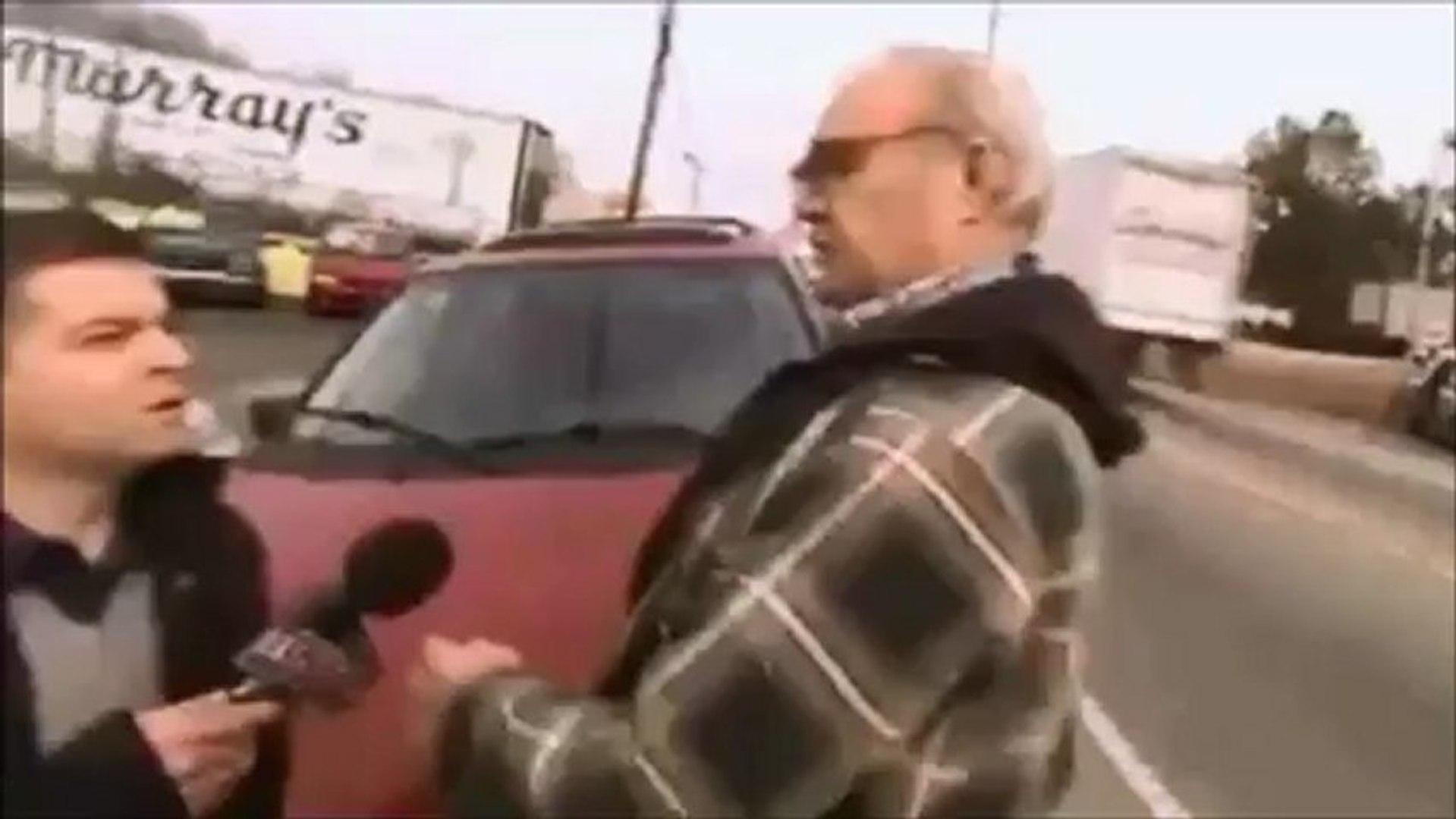 Repórter leva soco na cara durante entrevista