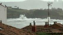HOY 6 Febrero: Temporal en el Cantábrico visto desde los tejados de Candás