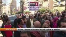 Al Qarra - Nouvelles manifestations ce vendredi au Caire et dans plusieurs villes de provinces en Egypte. Des milliers de manifestants ont répondu à l'appel de 38 formations de l'opposition, pour réclamer le dép: Nouvelles manifestations contre le pouvoir