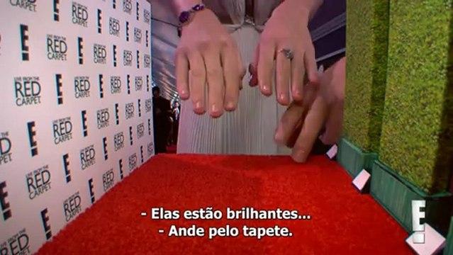 Entrevista de Taylor Swift no tapete vermelho do Grammy 2013 - LEGENDADO