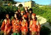 1.) Zarok distrên û dibêjin ''Kurd im, dixwazim zimanê KURDÎ'' Gulên Mezrabotan  2.) Koma Viyan Soran ~ Zimanê Şêrîn ~ 2013 02 21