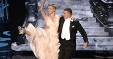 Channing Tatum and Charlize Theron dance at the Oscars