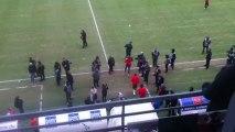 Stade Delaune : arrivée des joueurs parisiens sur le terrain.