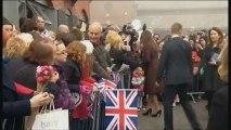 Bain de foule pour Kate Middleton, enceinte de quatre mois