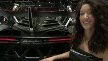 Lamborghini Veneno présentée par les hôtesses de Genève