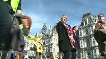 Une chaîne humaine à Paris pour réclamer l'arrêt du nucléaire