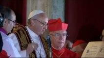 Le nouveau pape François s'adresse aux fidèles du Vatican