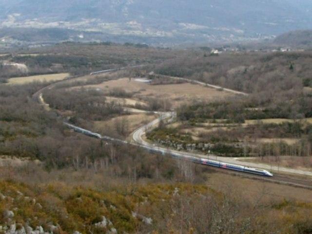 Croisement entre 2 UM de TGV Duplex à Artemare