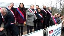 L'ensemble des élus des villes autour du Bois de Vincennes manifestent contre le projet d'aire d'accueil pour les gens du voyage