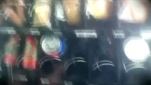 Como tirar comida e bebida de uma máquina automática com uma fita métrica