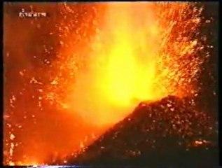Les vêtements EDC Protection sur le volcan Etan en éruption
