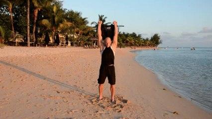 Stabilität und Kraft in den Schultern, Sandbag Snatches