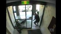 Voleur traverse une vitre en Australie