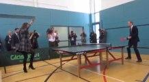 Kate joue au basket et William les DJs