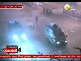 سيارات الشرطة تهاجم المتظاهرين وتدهس عربة أحد الباعة الجائلين