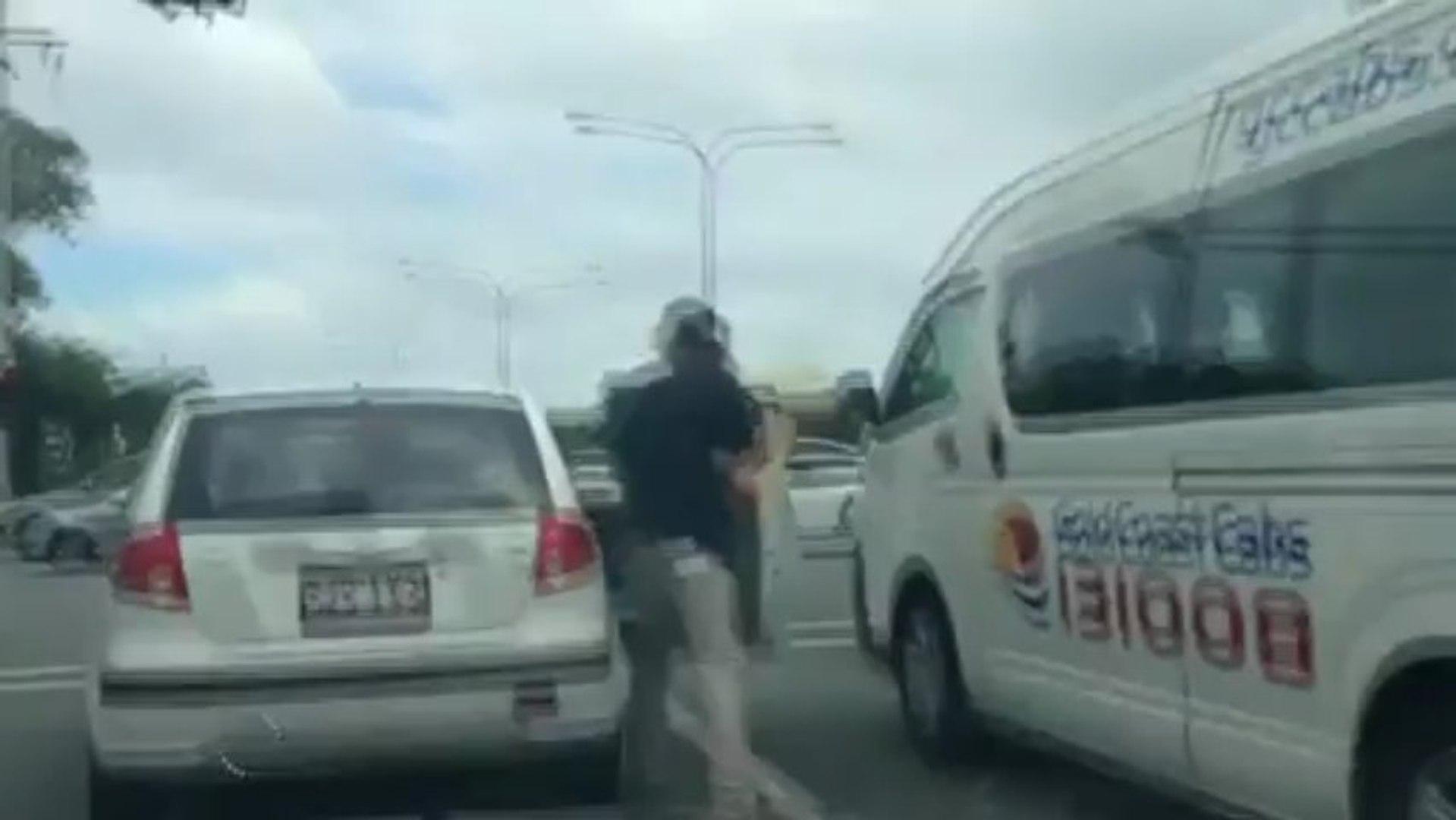 Flagrante: Australianos quebram o pau no meio do trânsito