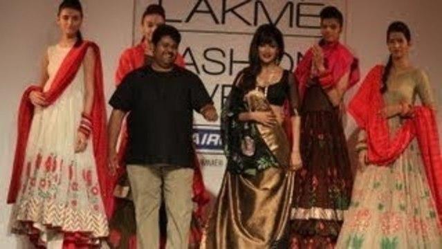 Chitrangada Singh Walks The Ramp @ Lakme Fashion Week 2013 !