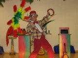 spectacle pour enfant avec des poules chinoise et Padoue dorée  monsieur Tempo