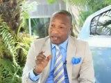 Koffi olomide parle de la femme de zacharie et montre son passport congolais au public.