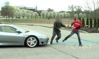 Pisser sur une Ferrari (Caméra Cachée)
