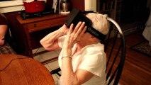 Une mamie teste l'Oculus Rift
