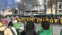 Paris: une chaine humaine pour sortir du nucléaire
