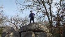 Maël Travolta (!?) : échauffement avant escalade sur blocs à Casteljau
