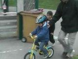 1ère en vélo avec pédales et sans roulette!