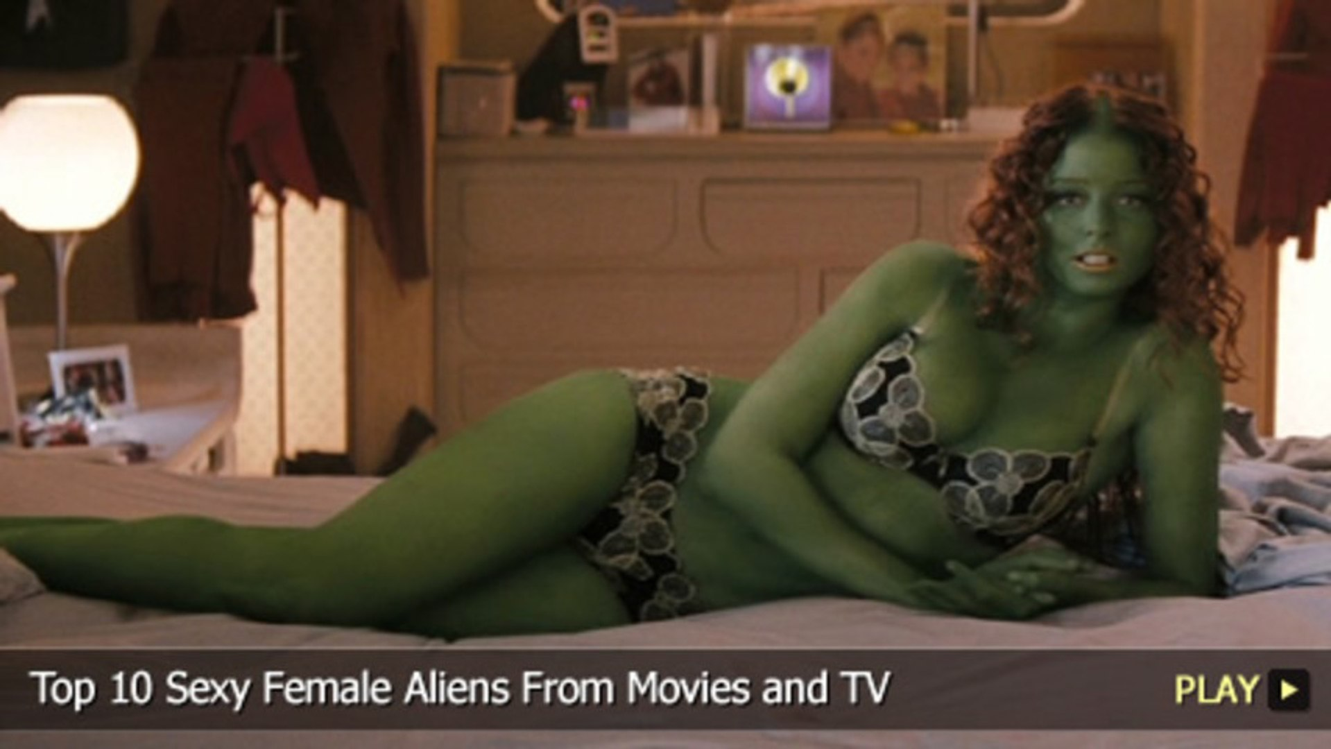 Top 10 Sexy Female Aliens From Movies and TV