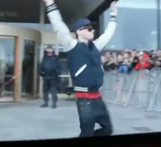 Le Zapping  de Closer.fr : un faux Justin Bieber fait le buzz en Suède