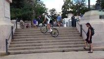 Peter Sagan escalade les marches une par une en vélo!! Cannondale Pro Cycling 2013