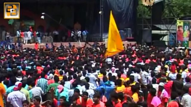 Shahrukh Khan Celebrates JANMASHTAMI at Jambori Maidan
