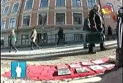 5 mayo 2013 - la sueca LArsson en PPT,  peli peli peli, vendiendo DVDt truchos .