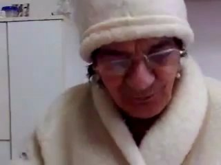Una invernale Rosaria Mannino recita la filastrocca La Befana facendoci divertire!