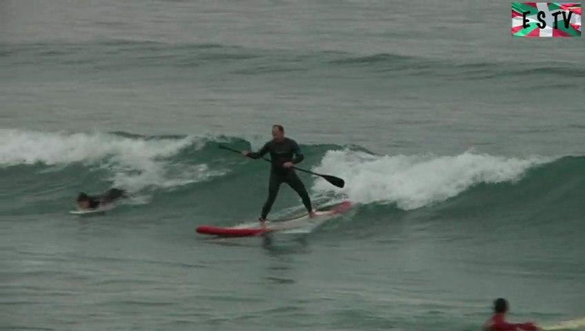 Hendaye: Faire du surf sous la pluie - Euskadi Surf TV
