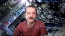 L'astronaute Chris Hadfield chante Space Oddity de David Bowie à bord de l'ISS