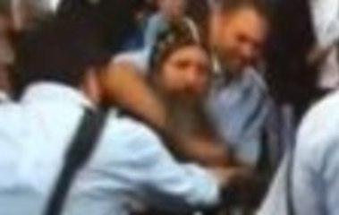 La police israélienne s'acharne sur un prêtre copte