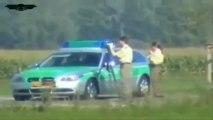 Un motard passe devant la police à 300 km/h
