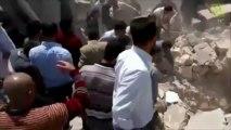 Syrie : des sauveteurs tombent dans un trou