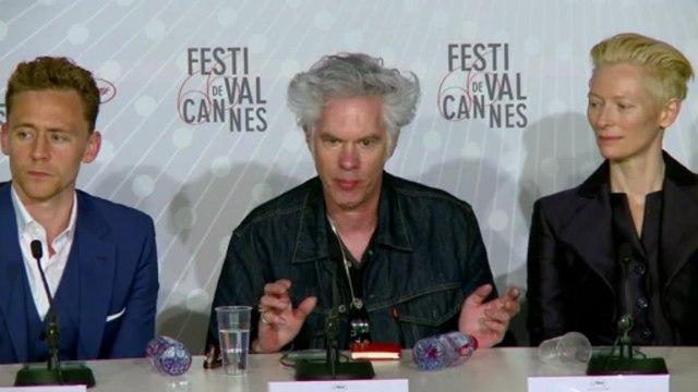 """Cannes: Jim Jarmusch présente """"Only lovers left alive"""""""