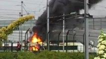 Un TGV en flammes à Saint-Denis