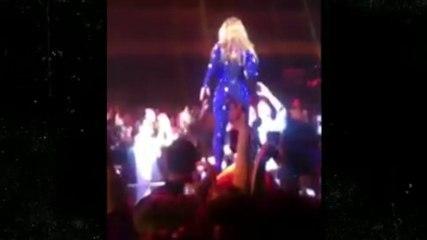 Beyoncé a reçu une main aux fesses et ça ne lui plaît pas.