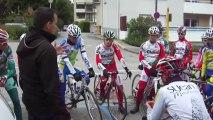 Classique des Alpes - Julien Thollet donne les consignes avant la reconnaissance