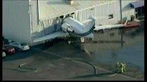 Etats-Unis : un jet privé s'encastre dans un hangar