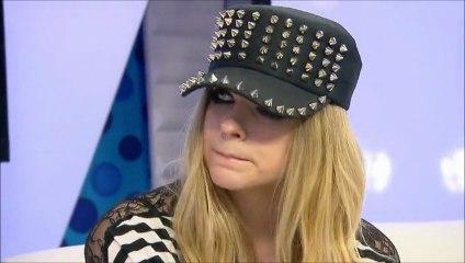 Avril Lavigne intervistata da Phoebe Dykstra nel backstage dei MMVA 2013